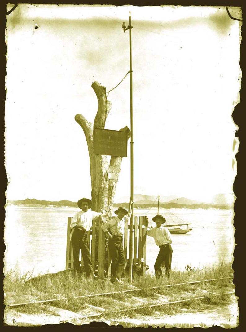 An Oppenheimer pole at Cooktown, Australia, circa 1900