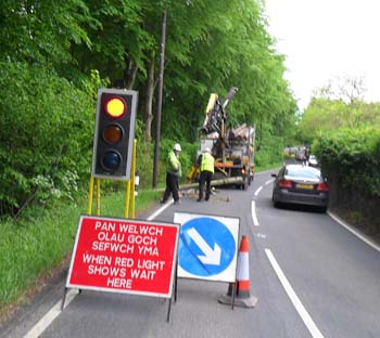 Temporary traffic lights on the B5105